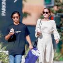 Angelina Jolie – Shopping at Fred Segal in West Hollywood - 454 x 681