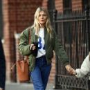 Sienna Miller – Picking up her coffe in New York City
