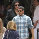 Gene Simmons & Eli Roth gets lunch - 442 x 594