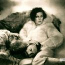 Leni Riefenstahl - 454 x 340