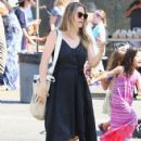 Alicia Silverstone at the farmer's market in Studio City, California on August 28, 2016 - 424 x 600