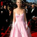 Pink Ralph Lauren´s dress of Gwyneth Paltrow in 71 Academy Awards in 1999 - 454 x 733