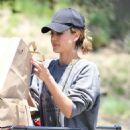 Jessica Alba– Grocery Shopping in Malibu, July 2016 - 454 x 591