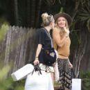 Miley Cyrus – Shopping in Byron Bay