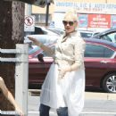 Gwen Stefani – Out in Studio City - 454 x 681