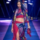 Adriana Lima – Versace S/S 2017 Show in Milan, September 2016 - 454 x 682