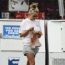 Jamie-Lynn Spears - At The Kangaroo Express Gas Station, 2008-08-08