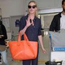 Lara Stone – Seen At Nice Airport - 454 x 681
