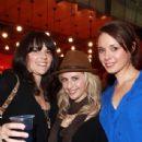 Fleur, Amanda & Anna - Shorty Stars - 343 x 520