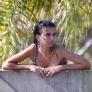 Emily Ratajkowski – On a photoshoot in Sydney - 454 x 681