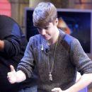 """Justin Bieber Brings """"Mistletoe"""" to """"El Hormiuero"""""""