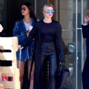 Hailey Baldwin – Spotted catching an early morning flight in NYC - 454 x 596
