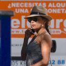 Eva Longoria shopping in Puerto Banus - 454 x 643