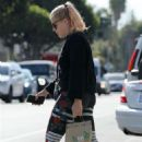 Busy Philipps – Heading to her yoga class in Los Angeles - 454 x 681