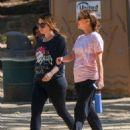 Natalie Portman Hiking in Los Feliz - 454 x 568