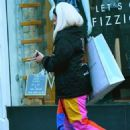 Lily Allen in Colorful Pants – Shopping in Notting Hill - 454 x 644