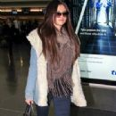 Selena Gomez makes her way through the airport at JFK in New York City. January 18, 2012 - 338 x 594