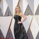 Kate Winslet At The 88th Annual Academy Awards (2016) - Arrivals - 454 x 645