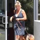 Rachel Hunter - Taking Her Dog To The Vet In Los Angeles 09/09/10