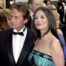 Michael Douglas and Catherine Zeta Jones At The 58th Annual Golden Globe Awards (2001) - 410 x 612