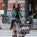 Famke Janssen – Riding a cargo bike in New York