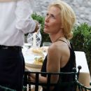 Gillian Anderson and Peter Morgan at a romantic dinner in Portofino - 454 x 599
