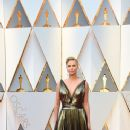 Charlize Theron At The 89th Annual Academy Awards - Arrivals (2017) - 375 x 600