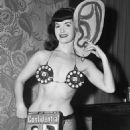 Bettie Page - 454 x 618