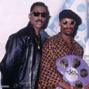 1992 MTV Movie Awards - Eddie Murphy and John Singleton - 454 x 428