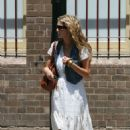 Delta Goodrem - Nov 13 2007 - Candids, Walking In Woolloomooloo, Sydney