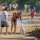 Elizabeth Berkley and Greg Lauren in Hawaii - 454 x 303