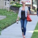 'Jenny's Wedding' actress Katherine Heigl stops by a studio in Studio City, California on August 10, 2015 - 454 x 302