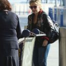 Sarah Michelle Gellar at JFK airport in New York - 454 x 681