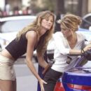 Gisele Bündchen and Jennifer Esposito - 400 x 600