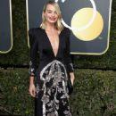 Margot Robbie – 2018 Golden Globe Awards in Beverly Hills - 454 x 681