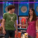 Josie Lopez and Drake Bell