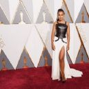 Kerry Washington At The 88th Annual Academy Awards - Arrivals (2016) - 454 x 357