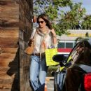 Cindy Crawford Shopping In Malibu
