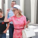 Reese Witherspoon is all smiles while leaving her office in Beverly Hills, California on July 12, 2016 - 428 x 600
