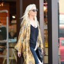 Ashlee Simpson – Shopping candids at Urban Outfitters in Los Angeles - 454 x 737