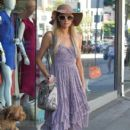 Paris Hilton: shopping at Kitson in West Hollywood