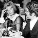 Elliot Gould,Barbra Striesand at Resturant