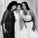 Loretta Lynn (left), her mother Clara Webb Butcher and her sister Crystal Gayle smile for a photo at the 1980 CMA Awards in California