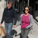 Alanis goes shopping with her boyfriend Mario Treadway in Venice  (May 1st, 2010) - 400 x 599