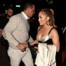 Jennifer Lopez – Arrives at Casa Tua Restaurant in Miami - 454 x 675