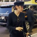 Daisy Ridley – Seen At LAX Airport in Los Angeles - 454 x 581