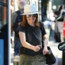 Julianne Moore – Out in New York City - 454 x 672