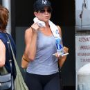 Jennifer Aniston – Leaving her workout in New York City - 454 x 681