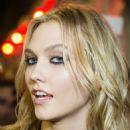 Karlie Kloss Versace Women Fashion Show In Milan