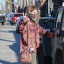 Paris Jackson – Shows a peace sign at Petco in Santa Monica - 454 x 680